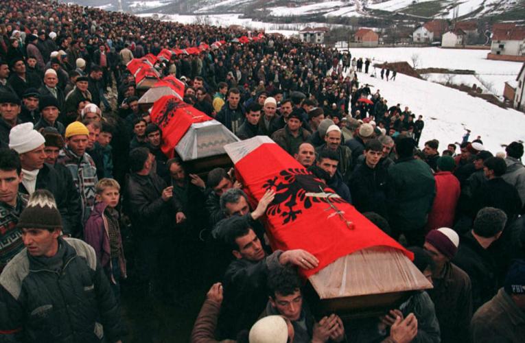 Kujtojmë gjenocidin e Serbisë dhe ata deputetë në Shqipëri që nuk veprojnë