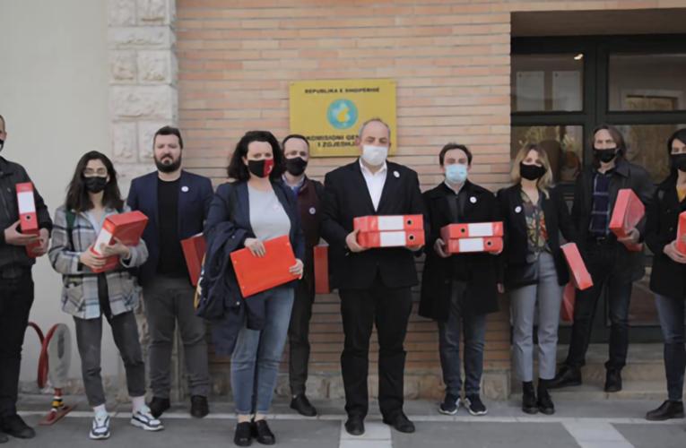 Dorëzohen 3765 nënshkrime në mbështetje të kandidatit Boiken Abazi