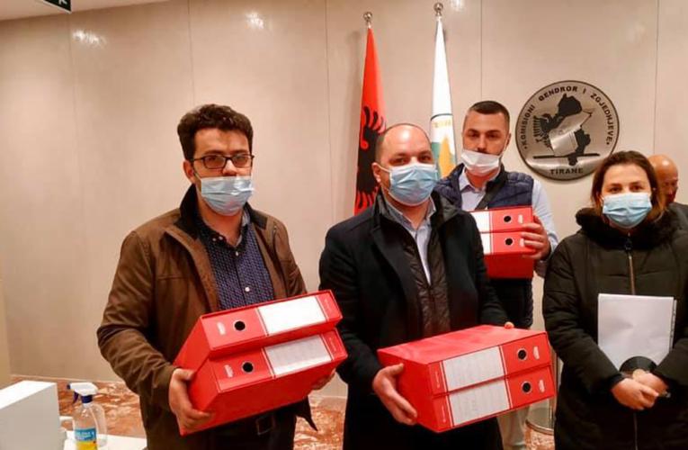 Dorëzohen nënshkrimet për qarkun Gjirokastër për kandidatin Kreshnik Merxhani