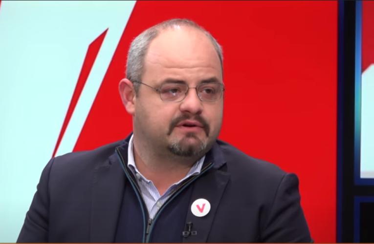 Boiken Abazi: Shqiptarët në Kosovë dhe Shqipëri mund ta vendosin me votë nëse e duan bashkimin